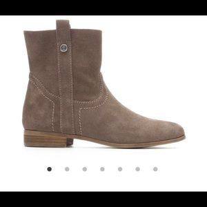 NWB Frye and Co ankle boots